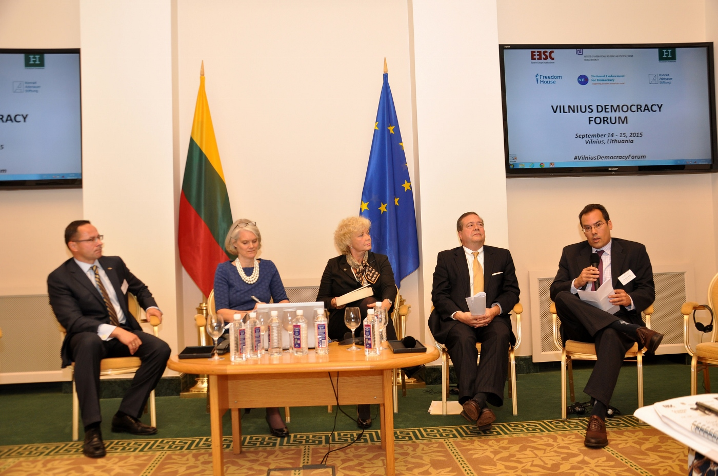 Christopher-Walker-Vilnius-Democracy-Forum-2015-Panel